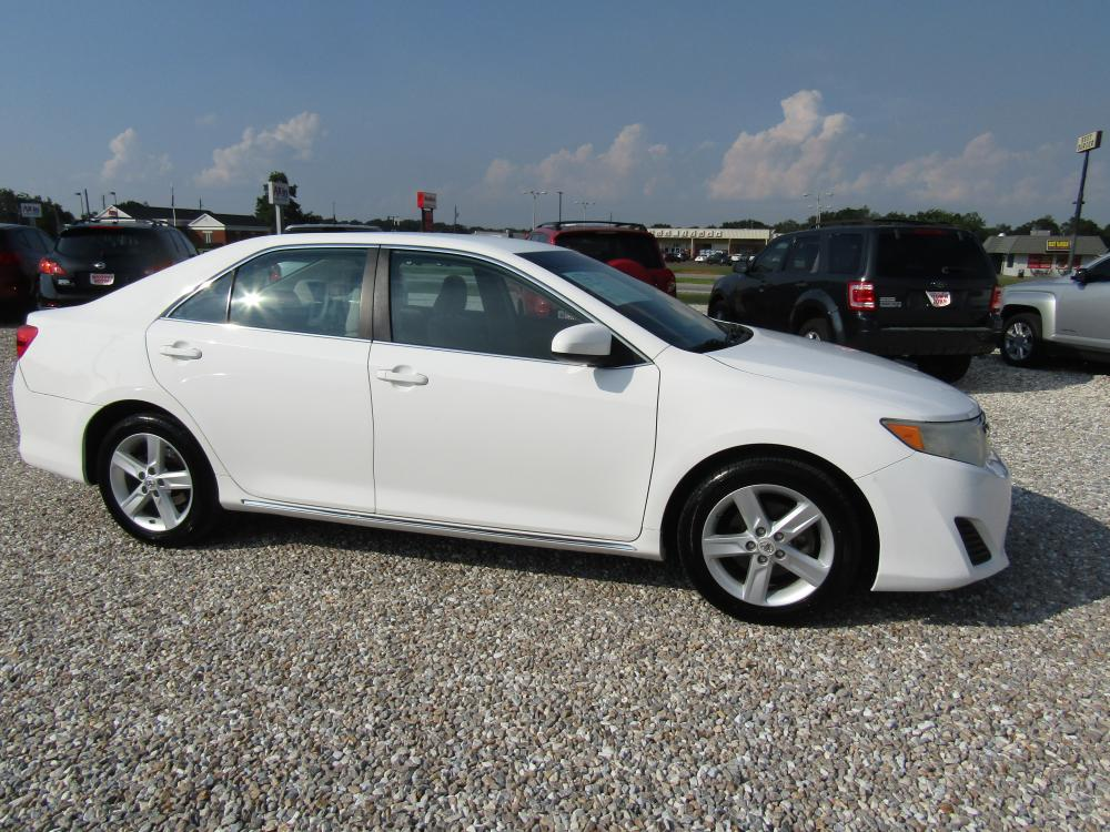 2013 White /Tan Toyota Camry (4T1BF1FK3DU) with an 4 Cyl engine, Automatic transmission, located at 15016 S Hwy 231, Midland City, AL, 36350, (334) 983-3001, 31.306210, -85.495277 - Photo #0