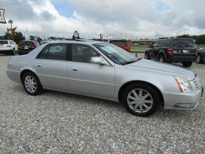 2011 SILVER /Gray Cadillac DTS Premium w/ Navi (1G6KH5E61BU) with an 4.6L V8 DOHC 32V engine, 4-Speed Automatic transmission, located at 15016 S Hwy 231, Midland City, AL, 36350, (334) 983-3001, 31.306210, -85.495277 - Photo #0