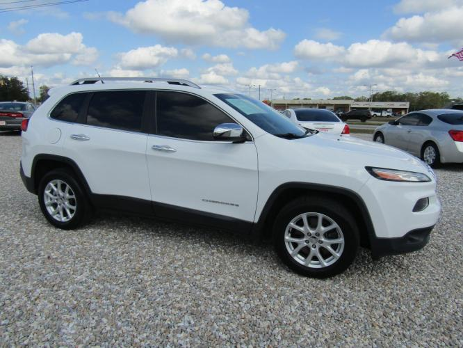 2015 White /Gray Jeep Cherokee Latitude FWD (1C4PJLCB3FW) with an 2.4L L4 DOHC 16V engine, Automatic transmission, located at 15016 S Hwy 231, Midland City, AL, 36350, (334) 983-3001, 31.306210, -85.495277 - Photo #0