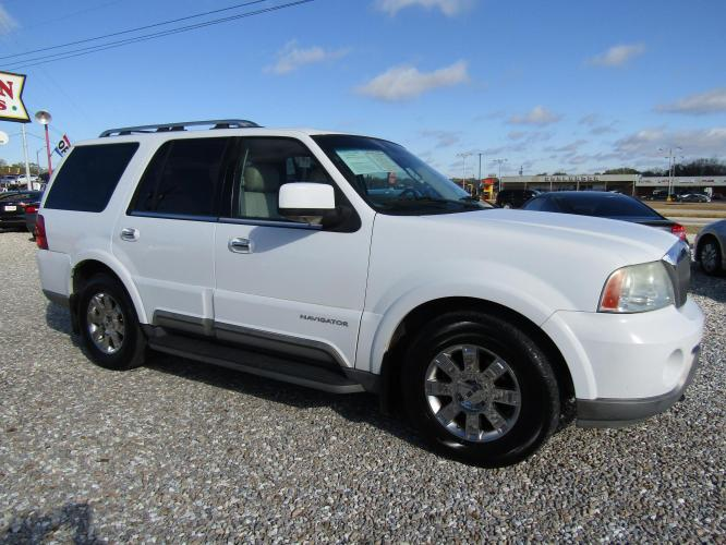 2003 White /Tan Lincoln Navigator Luxury 2WD (5LMFU27R03L) with an 5.4L V8 DOHC 32V engine, 4-Speed Automatic Overdrive transmission, located at 15016 S Hwy 231, Midland City, AL, 36350, (334) 983-3001, 31.306210, -85.495277 - Photo #0