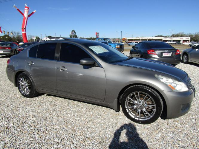 2009 Gray /Black Infiniti G Sedan G37 (JNKCV61E29M) with an 3.7L V6 DOHC 24V engine, 5-Speed Automatic transmission, located at 15016 S Hwy 231, Midland City, AL, 36350, (334) 983-3001, 31.306210, -85.495277 - Photo #0
