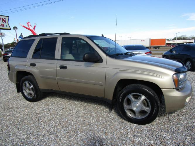 2007 Gold /Tan Chevrolet TrailBlazer LS1 2WD (1GNDS13S972) with an 4.2L L6 DOHC 24V engine, 4-Speed Automatic Overdrive transmission, located at 15016 S Hwy 231, Midland City, AL, 36350, (334) 983-3001, 31.306210, -85.495277 - Photo #0