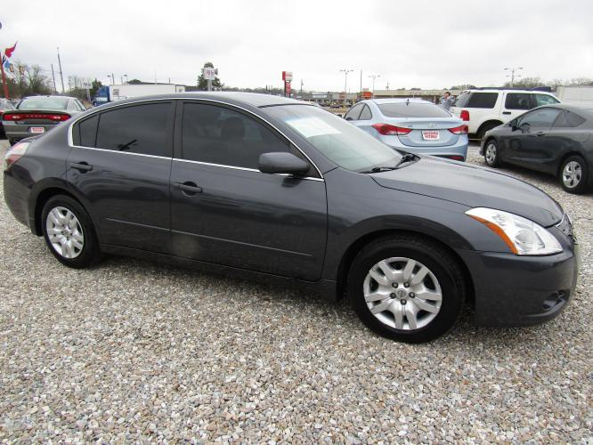 2012 Gray /Gray Nissan Altima 2.5 S (1N4AL2AP9CC) with an 2.5L L4 DOHC 16V engine, Automatic transmission, located at 15016 S Hwy 231, Midland City, AL, 36350, (334) 983-3001, 31.306210, -85.495277 - Photo #0