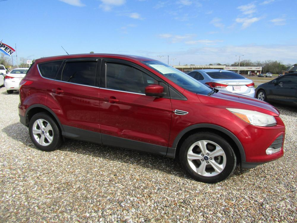 2016 Red /Gray Ford Escape SE FWD (1FMCU0G72GU) with an 2.5L L4 DOHC 16V engine, 6-Speed Automatic transmission, located at 15016 S Hwy 231, Midland City, AL, 36350, (334) 983-3001, 31.306210, -85.495277 - Photo #0