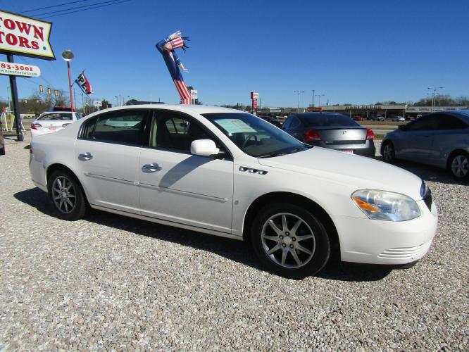 2006 White /Tan Buick Lucerne CXL V6 (1G4HD57226U) with an 3.8L V6 OHV 12V engine, 4-Speed Automatic Overdrive transmission, located at 15016 S Hwy 231, Midland City, AL, 36350, (334) 983-3001, 31.306210, -85.495277 - Photo #0