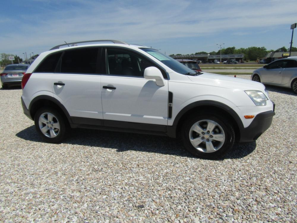 2013 White /Black Chevrolet Captiva Sport 2LS FWD (3GNAL2EKXDS) with an 2.4L L4 DOHC 16V FFV engine, Automatic transmission, located at 15016 S Hwy 231, Midland City, AL, 36350, (334) 983-3001, 31.306210, -85.495277 - Photo #0