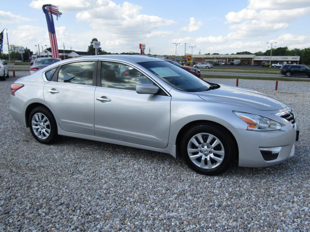 2015 Silver /Black Nissan Altima 2.5 S (1N4AL3AP6FC) with an 2.5L L4 DOHC 16V engine, Continuously Variable Transmission transmission, located at 15016 S Hwy 231, Midland City, AL, 36350, (334) 983-3001, 31.306210, -85.495277 - Photo #0